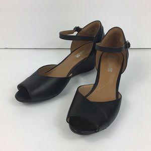 Clarks Soft Cushion Black Leather Peep Toe 7.5